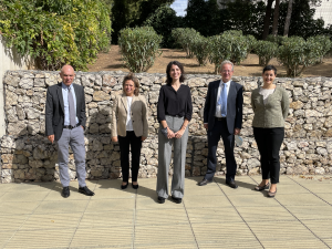 Dr. Armengol-Relats with the members of the evaluation committee and her supervisor.